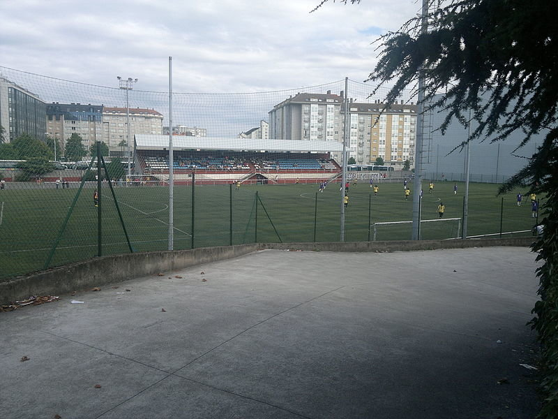 Vista interior do campo de fútbol de Agrela II (foto: Wikimedia Commons)